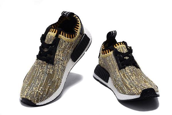 نمونه کفش واکینگ آدیداس مجهز به رویه با فناوری peimeknit
