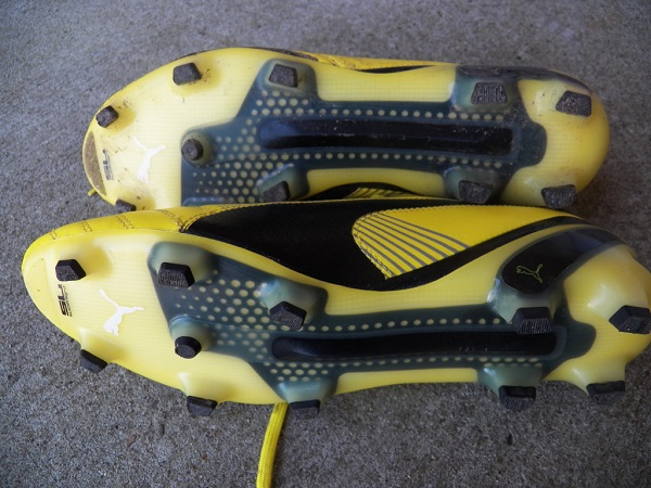 تمیز کردن کفش فوتبال