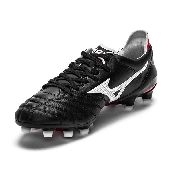 کفش فوتبال میزانو