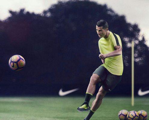 کریستیانو رونالدو - کفش فوتبال نایک مرکوریال